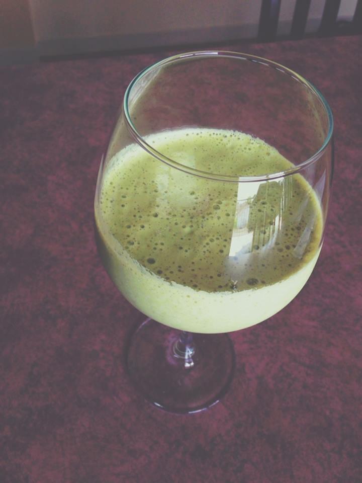 Thé vert matcha fouetté à la poire