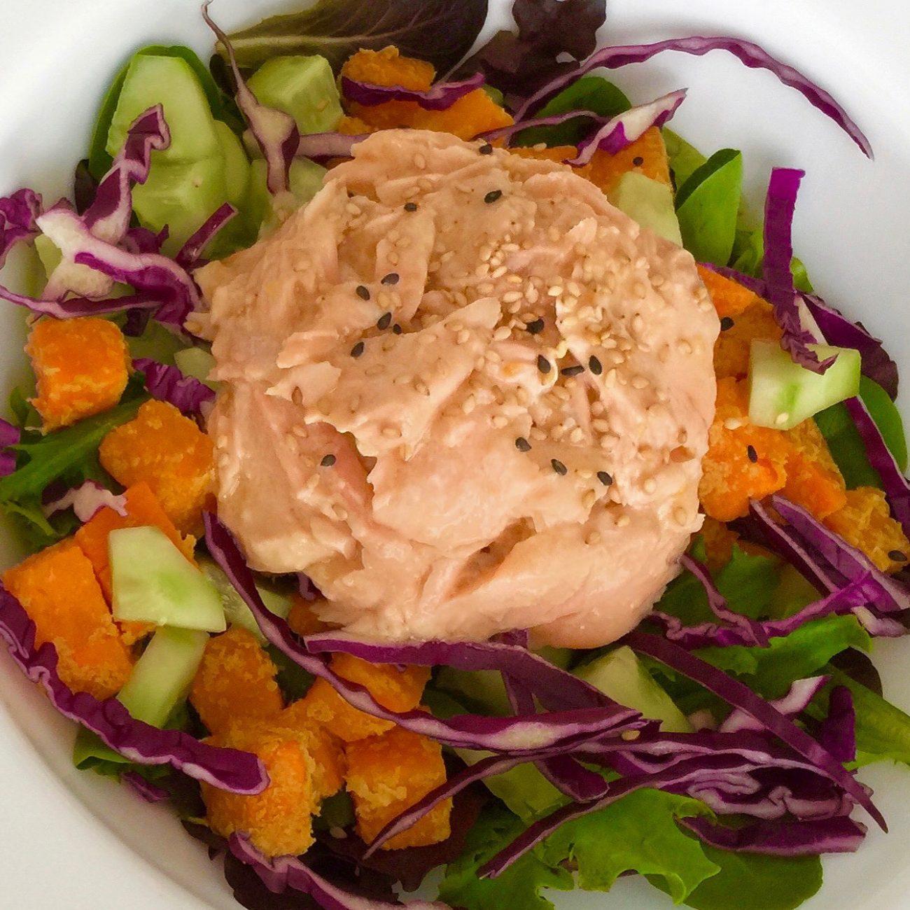 Salade de saumon et patate douce, vinaigrette érable et miso